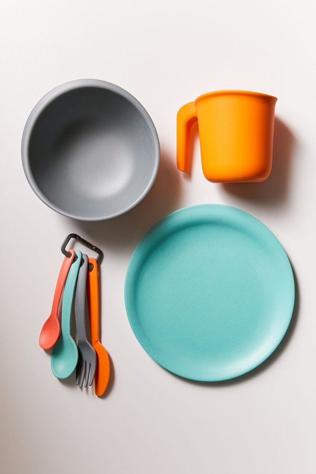 biodegradable dishes and utensils