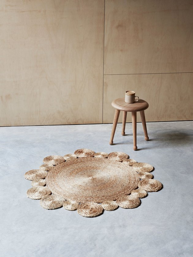 room with daisy-shaped small rug
