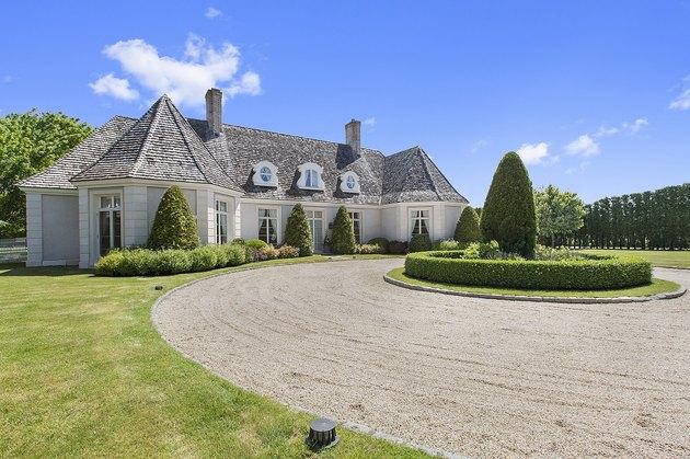 """Airbnb's """"Great Gatsby"""" house in Bridgehampton, N.Y."""