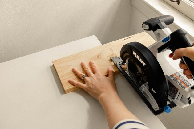 Cutting wood board with HART circular saw