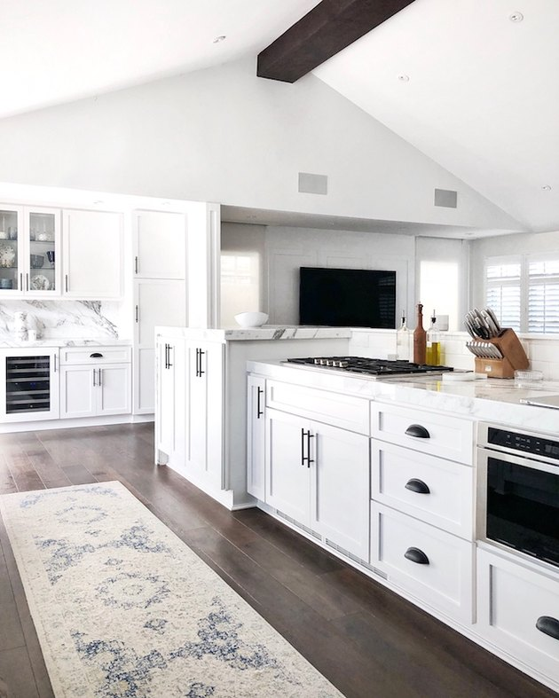 kitchen cabinet hardware idea in white kitchen with black cabinet pulls
