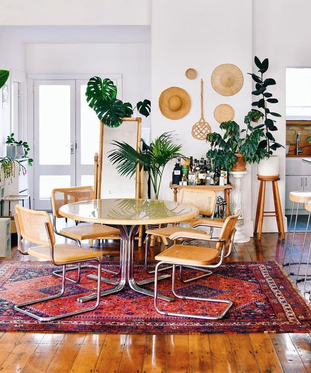 Mr. Cigar Loft dining room with round table and chairs