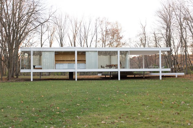 Ludwig Mies van der Rohe's Farnsworth House with trees nearby