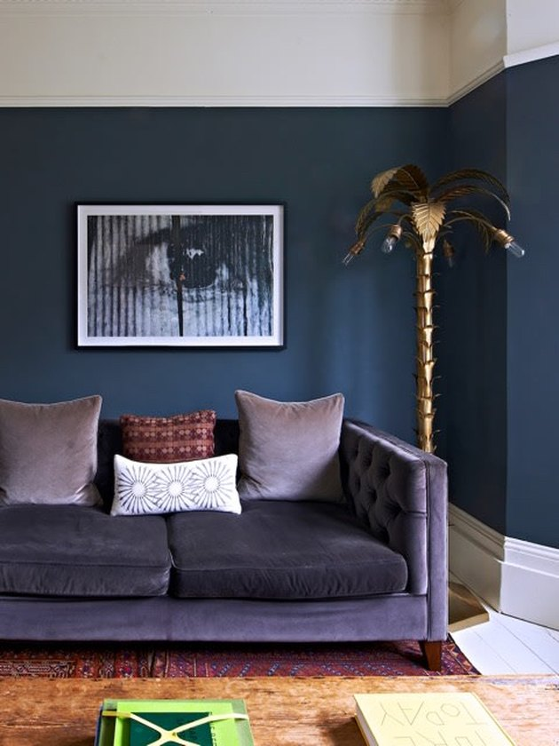 colors that go with blue, blue walls with velvet purple sofa
