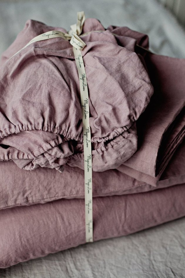 Dusty rose-colored linen sheet set