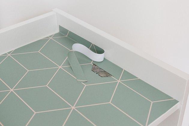 Nettoyez tous les bords irréguliers ou irréguliers avec une lame de rasoir.