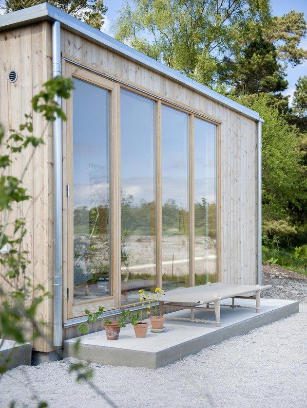 natural exterior window trim on large windows