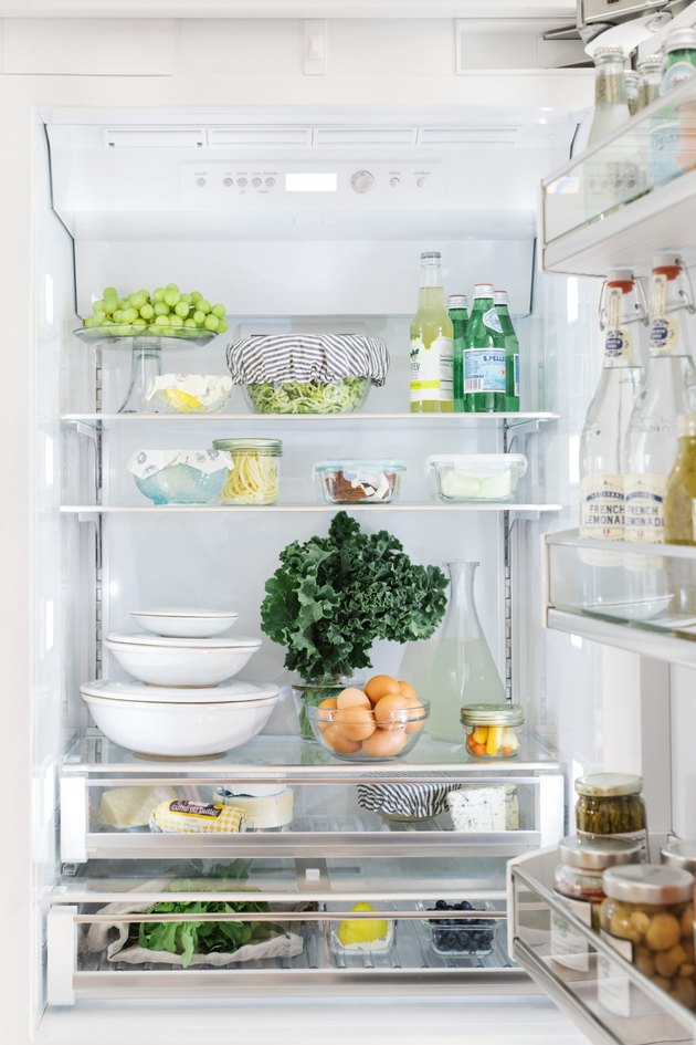 Refrigerator with breathing room