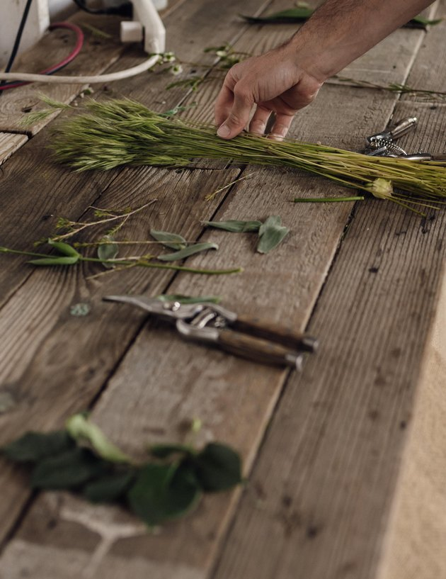 Materials and tools for creating a bouquet
