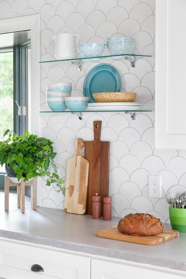 modern kitchen backsplash idea with white fish scale tile