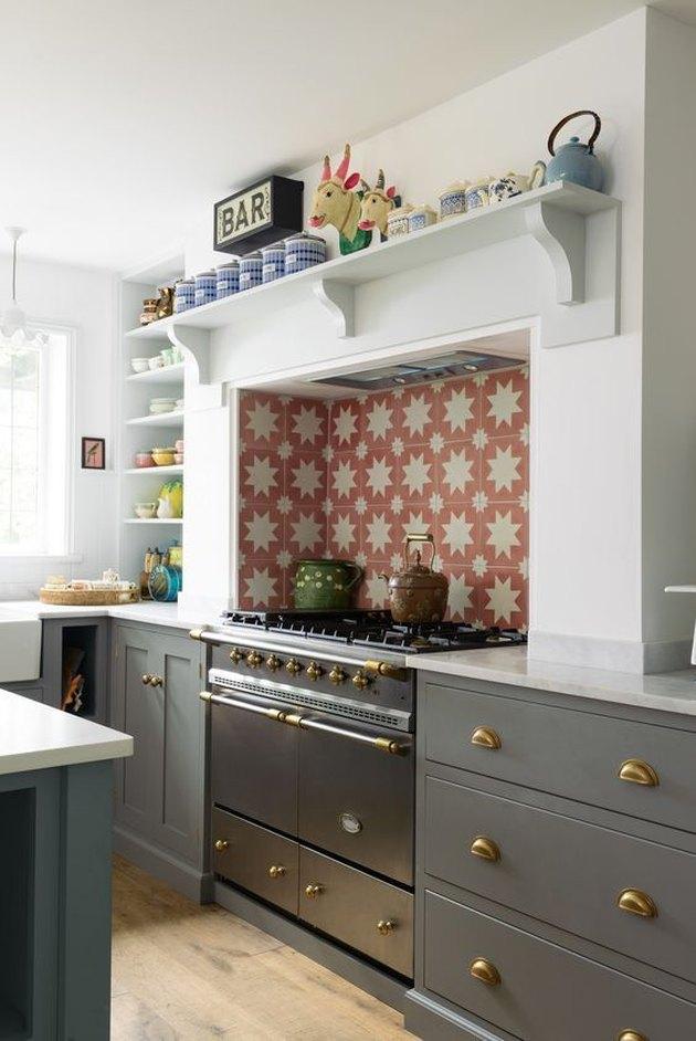 farmhouse kitchen backsplash with shaker cabinetry and tiled backsplash