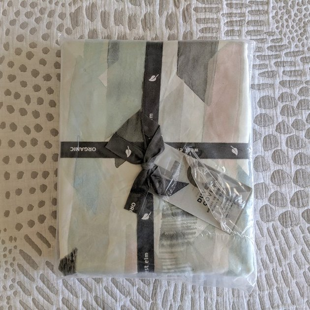duvet cover in package with ribbon