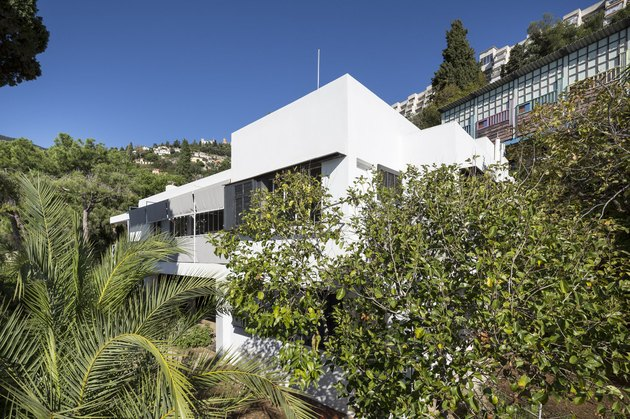 Eileen Gray's E-1027 House surrounded by nature
