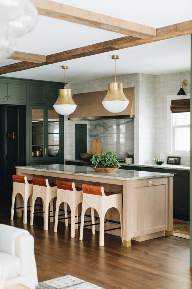 Modern kitchen pendant lighting above island