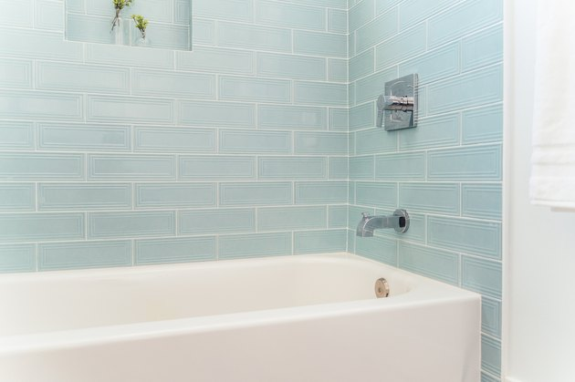 cleaning bathtub tips