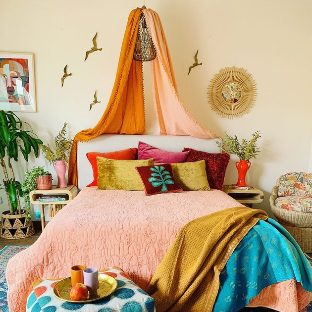 tropical bedroom idea with vibrant colors and a canopy