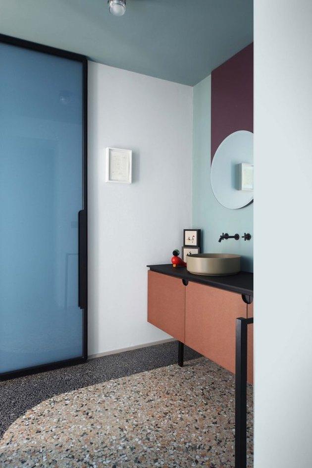 terrazzo floor in bathroom
