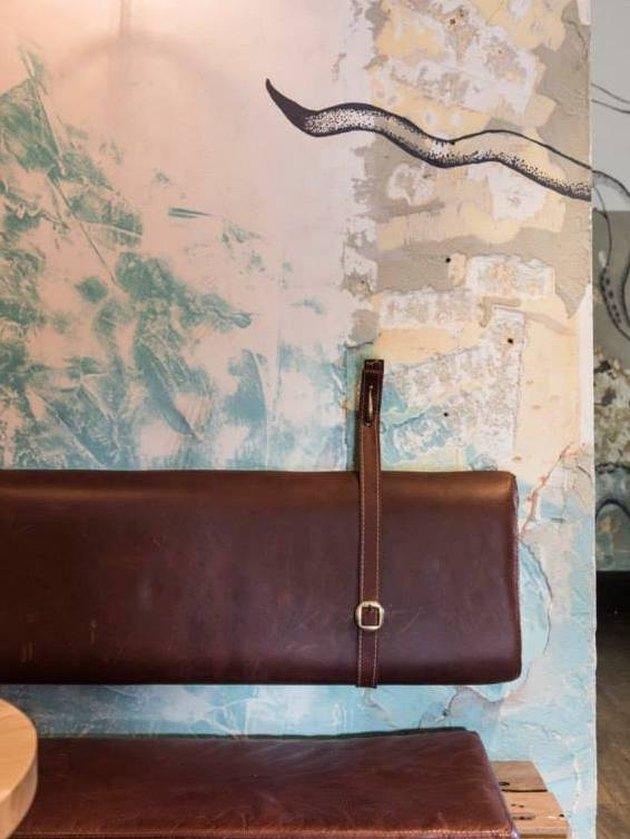 wallpaper in restaurant