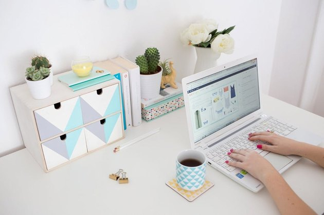 Desk organizer with colorful lines