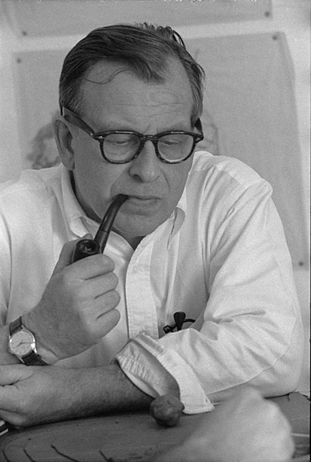 Eero Saarinen holding a pipe to his mouth