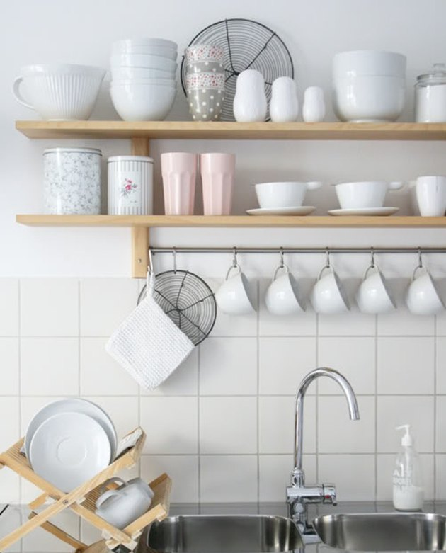 Open Kitchen Shelves Instead Of Cabinets: Tips For Organizing Open Kitchen Shelves