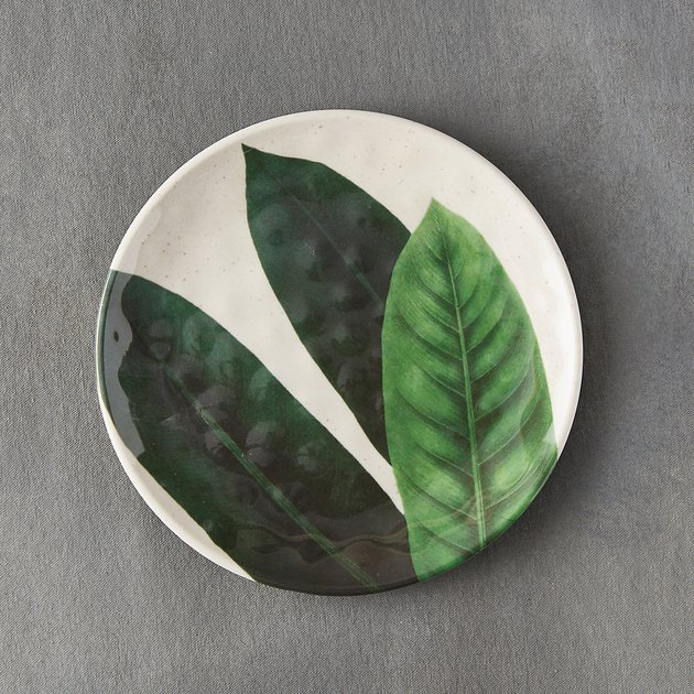 melamine plate with foliage design
