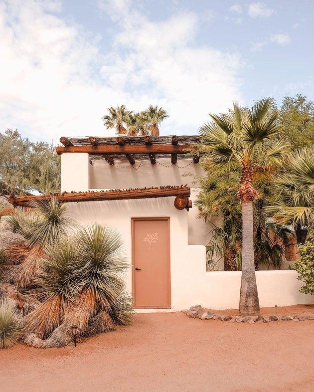 white and terracotta desert exterior home styles