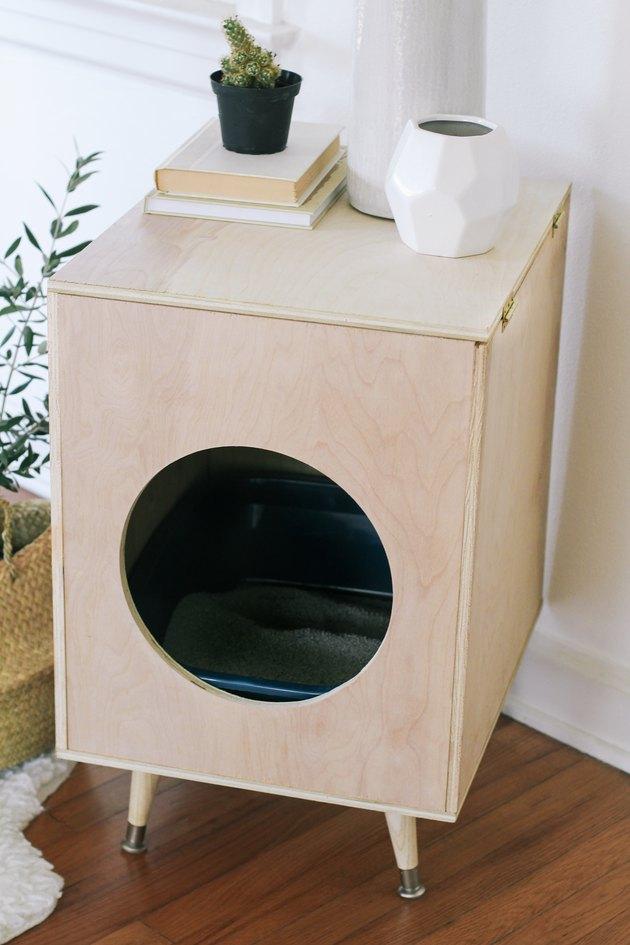 Scandinavian style litter box