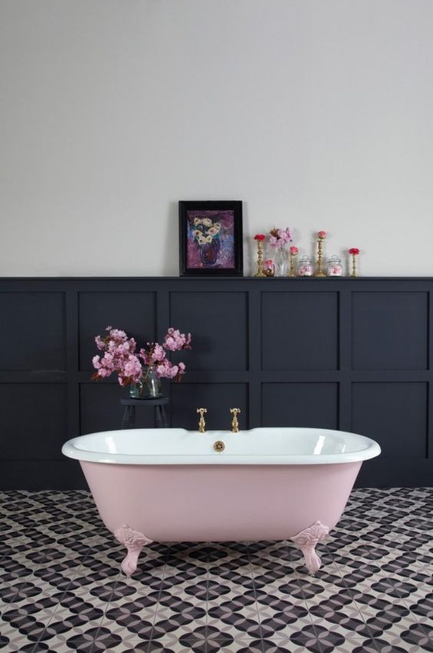 freestanding clawfoot bathtub