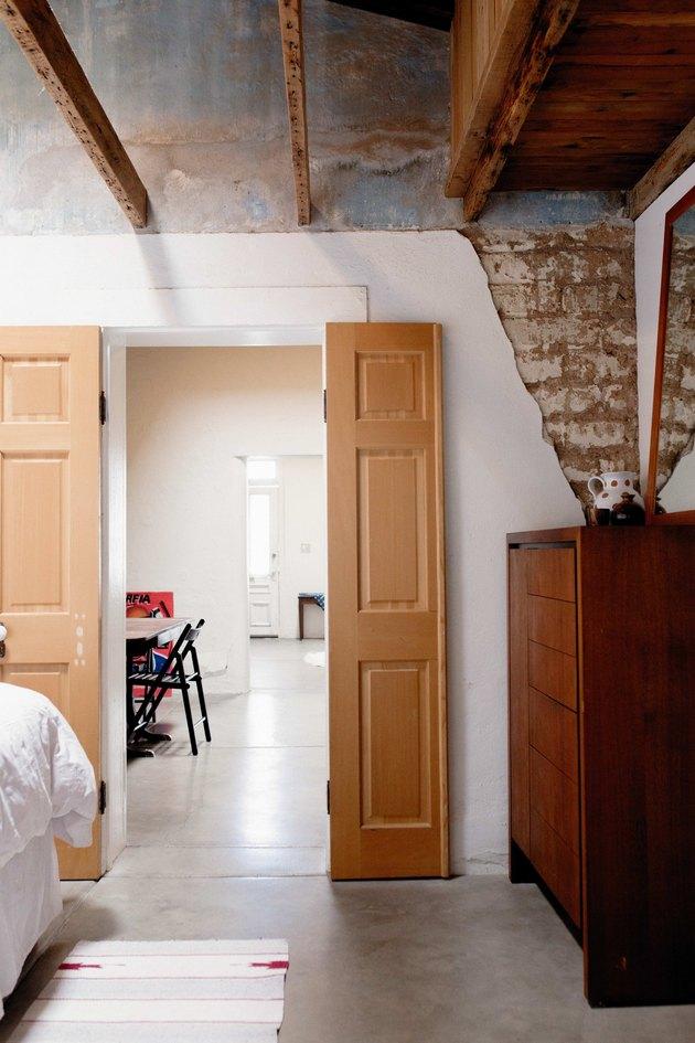 Adobe walls and exposed beams.