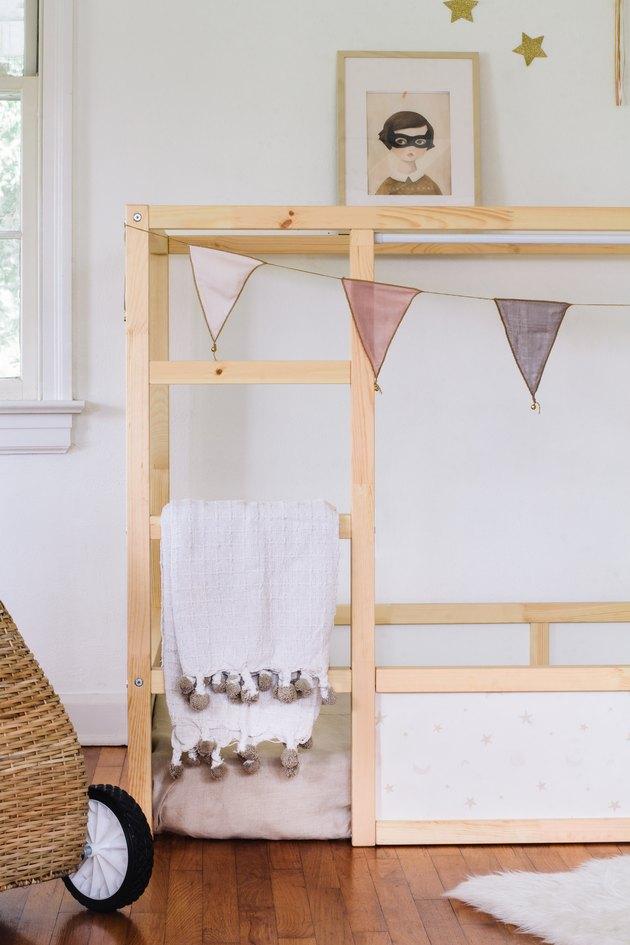Blanket hung on KURA bed ladder