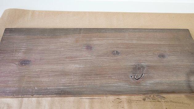 Sztuczne, wyblakłe wykończenie drewna