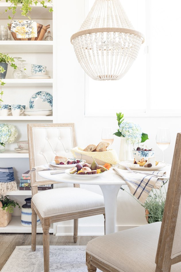 Vintage chic table