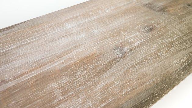 Wykończenie z drewna wyblakłego na nowym drewnie