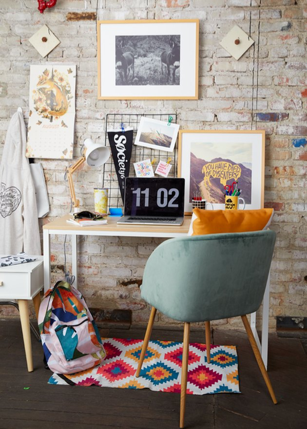 Dorm Room Decor - How to Hang Photos and Art