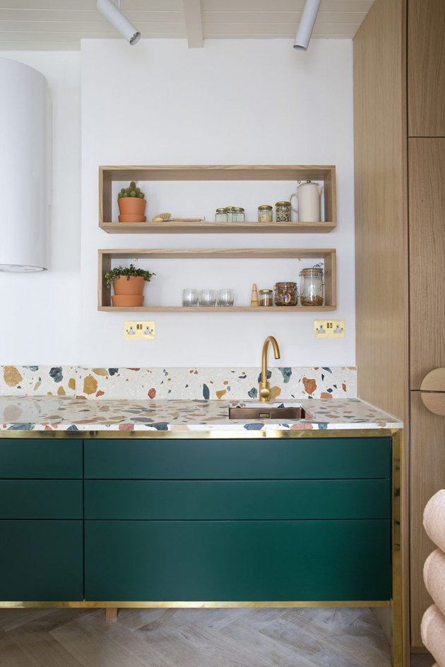 modern kitchen backsplash idea with terrazzo worktop and backsplash