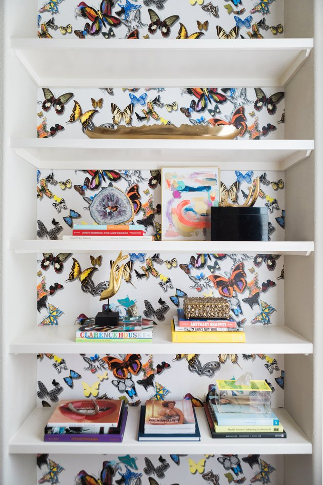 Colorful wallpaper in a home office library by Studio Ten 25