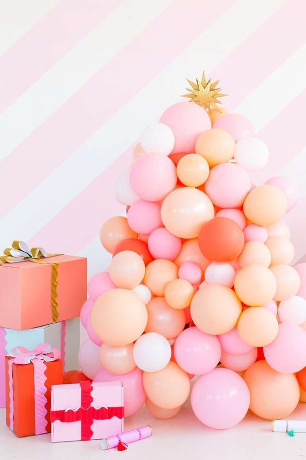 DIY Christmas decorations with pink balloon Christmas tree