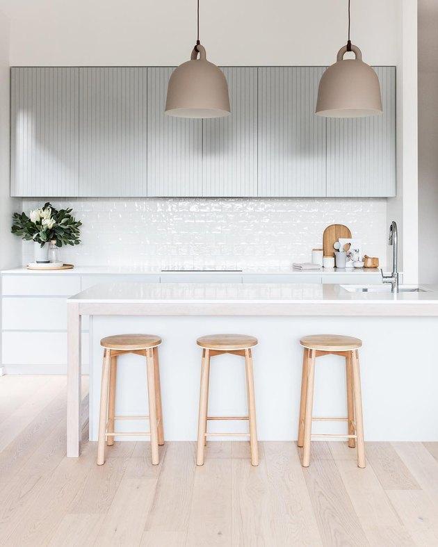 Neutral colors in minimalist kitchen