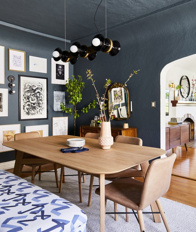 blue dining room decor idea with painted walls and ceiling