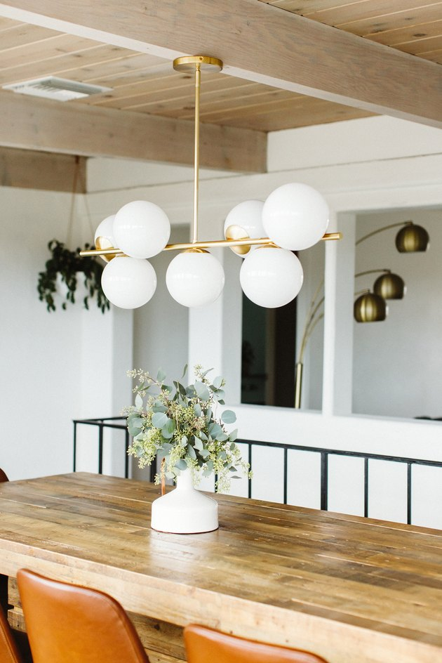 dining room lighting idea with modern chandelier