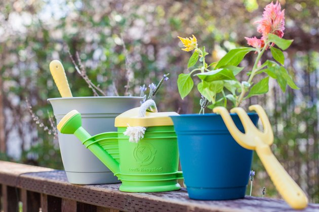 recycled plastic gardening kit