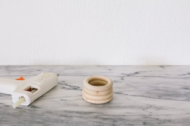 Gluing wooden rings together