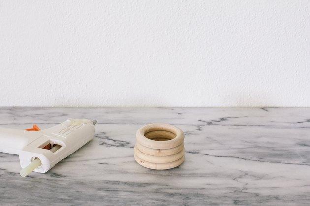Coller des anneaux en bois ensemble