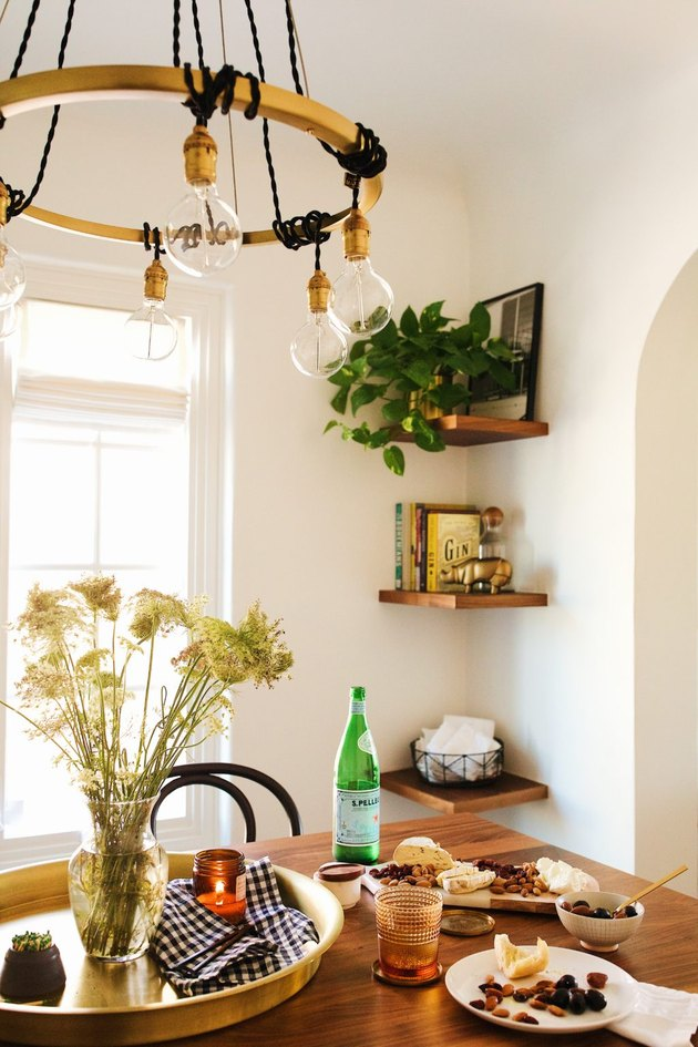 Small bohemian dining room storage idea with floating shelves