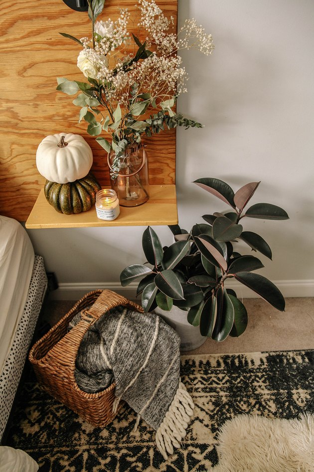 fall-inspired bedroom decor