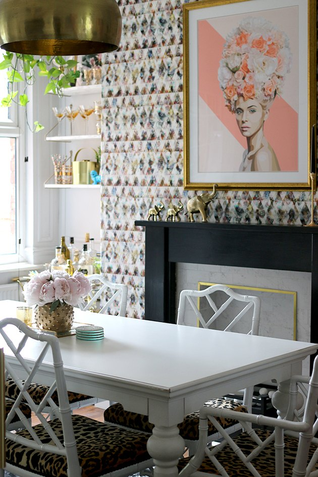 eclectic dining room wall idea with patterned wallpaper and luxe details