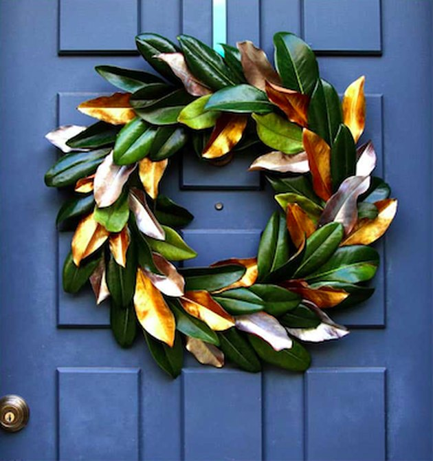 DIY Outdoor Christmas Decorations with DIY magnolia leaf Christmas wreath by A Piece of Rainbow