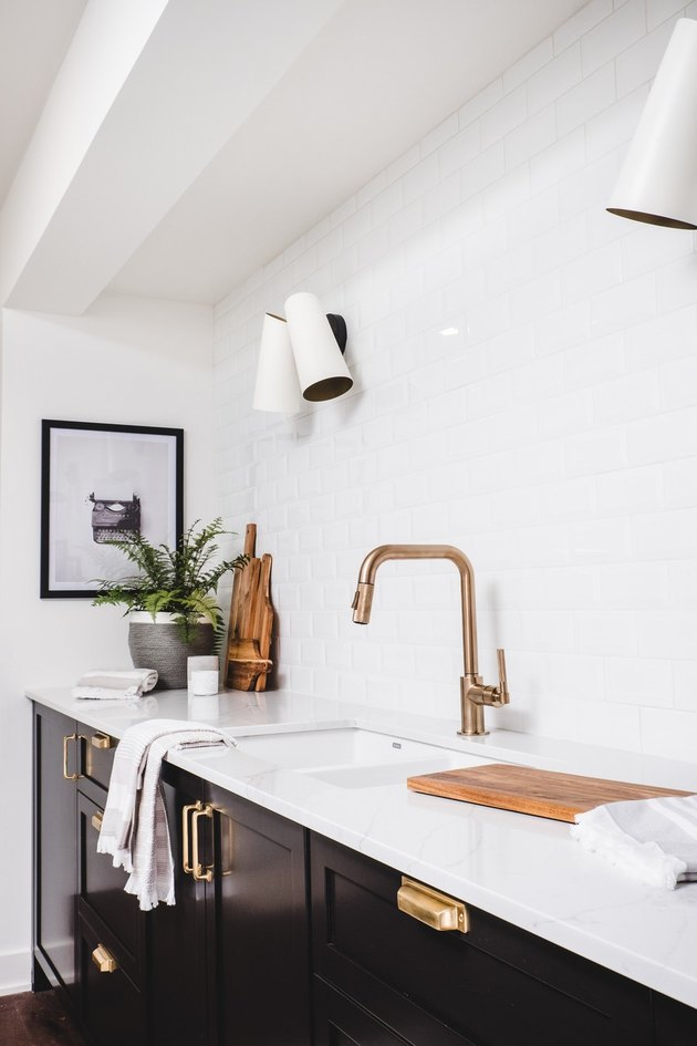 white and black design with white quartz kitchen countertops