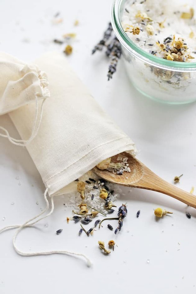 DIY tea bag for your bathtub